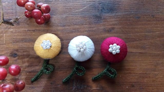 まんまるお花の刺繍ブローチ【白】