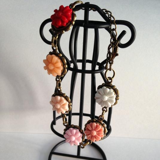 お花のブレスレット(赤〜ピンク系)