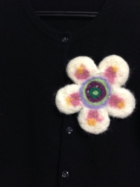 お花のブローチ L