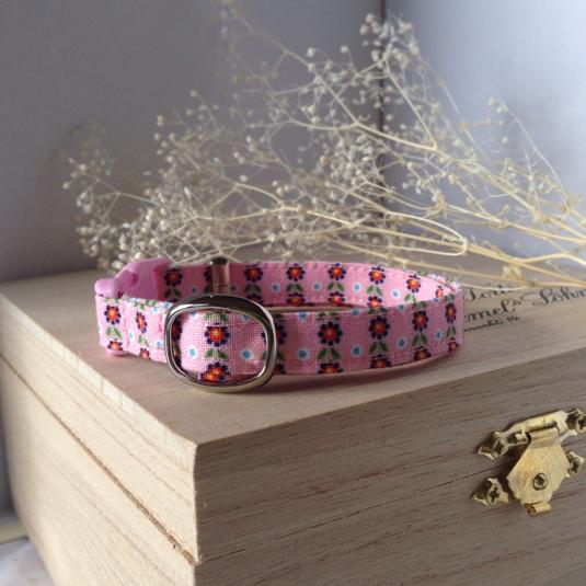 ピンク地に赤い小花模様 猫の首輪