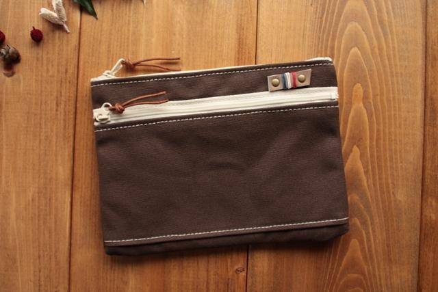 H789 やわらか帆布のファスナーポケットと中ポケット付きポーチ Mサイズ -アッシュブラウン-