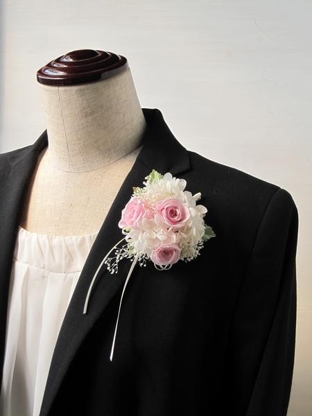 バラとかすみそうのコサージュ(ピンク)ケース付き【プリザーブドフラワー】【卒業式 入学式 結婚式】