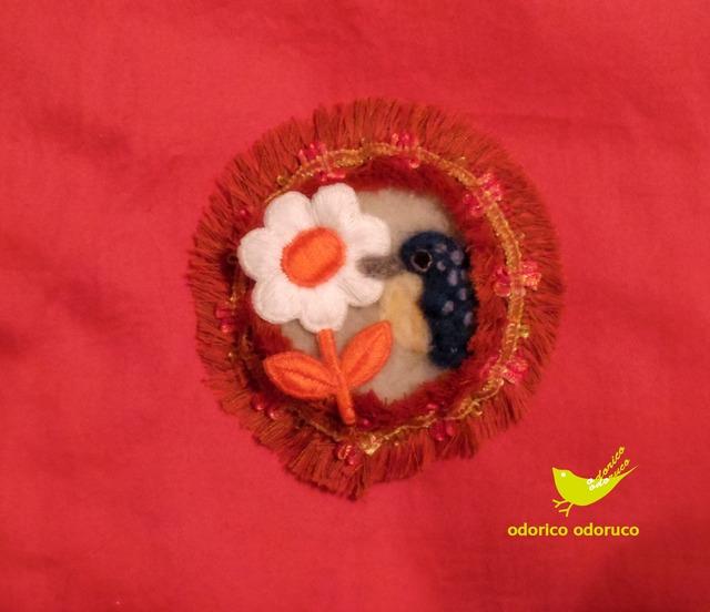 大きなまるブローチ カワセミとお花