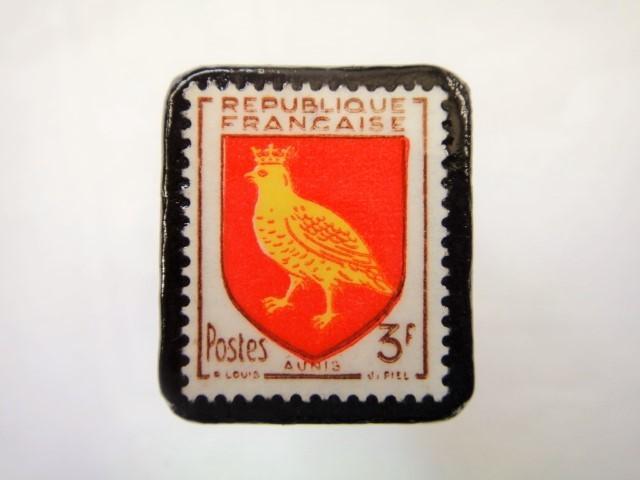 フランス1954年「紋章」切手ブローチ900