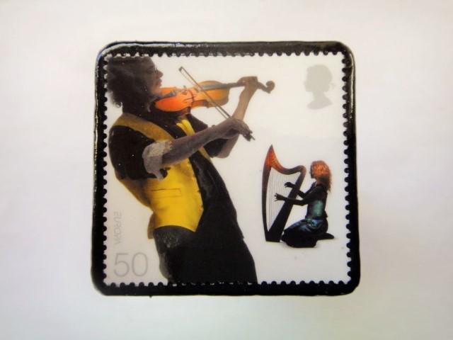 イギリス ミュージシャン切手ブローチ902