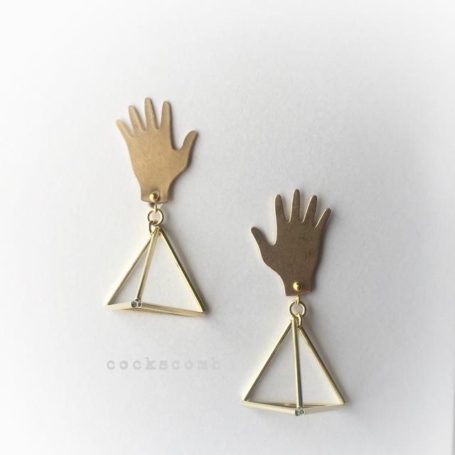p.simple おてて?三角フレーム(L) ピアス