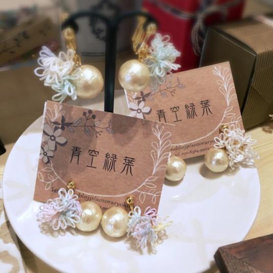 タティングレースのイヤリング(紫陽花×コットンパール)キナリ色