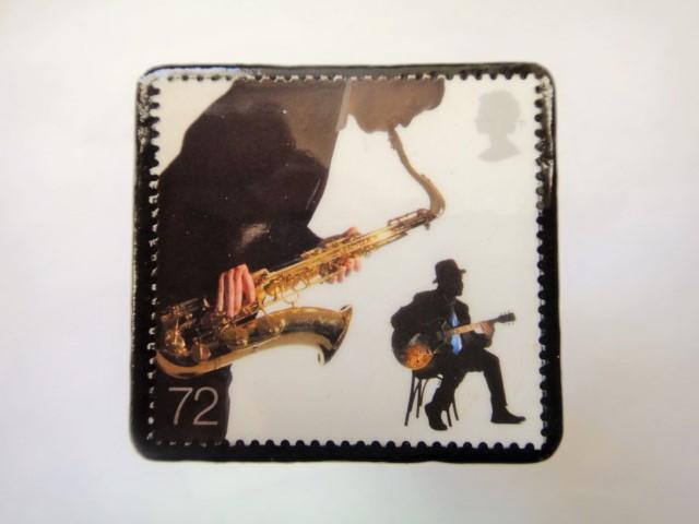 イギリス ミュージシャン切手ブローチ904