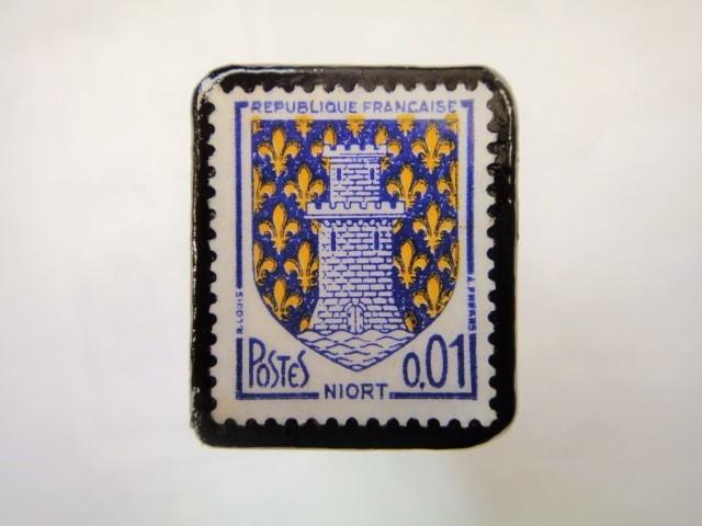 フランス「紋章」切手ブローチ914