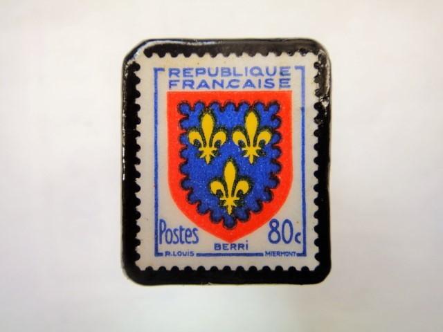 フランス「紋章」切手ブローチ915