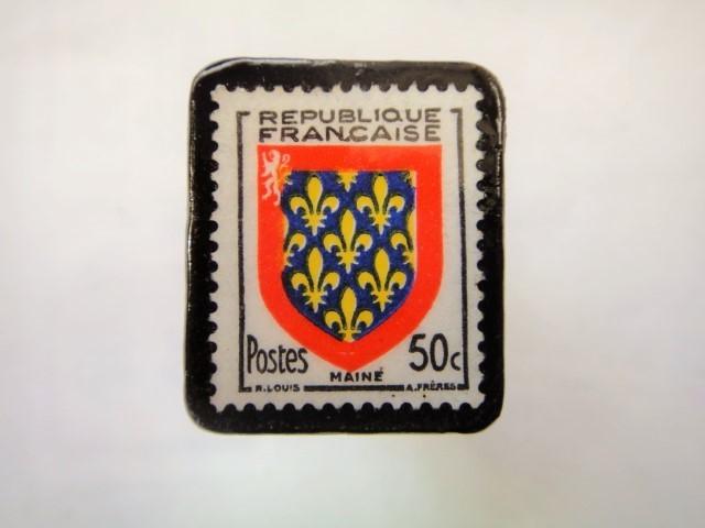 フランス「紋章」切手ブローチ917