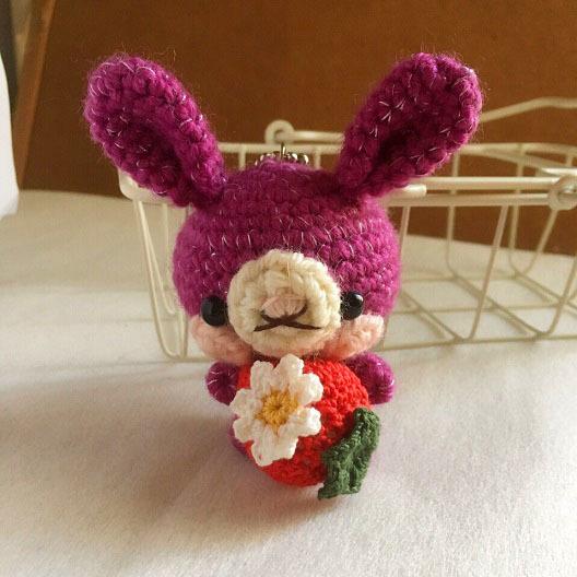 【受注生産】-風水モチーフ- 濃い紫色・赤イチゴうさぎさん・ボールチェーン