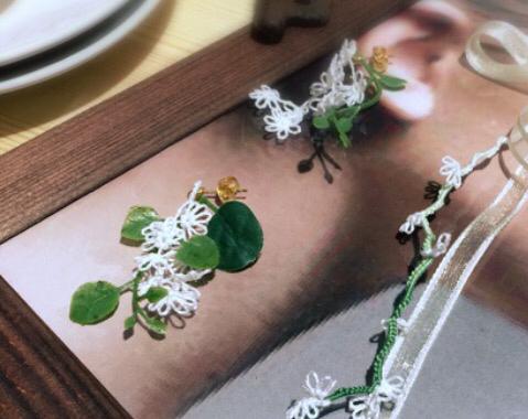 タティングレースのイヤリング・ピアス(シロツメ草の花束)ホワイト