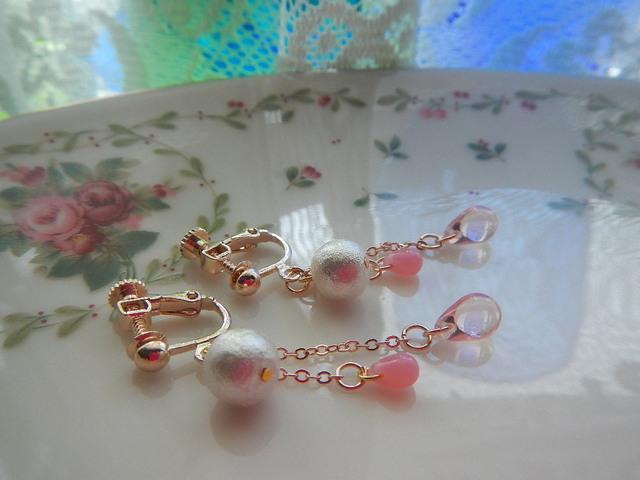 ぽわり桜ドロップス のイヤリング