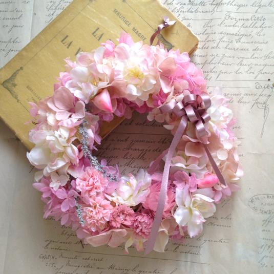 サクラと淡いピンクのアジサイ春うららリース
