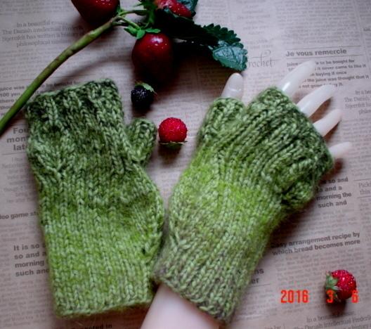 ☆彡リーフ透かし模様と総ゴム編み仕立のblack&redのFingerless Mittens