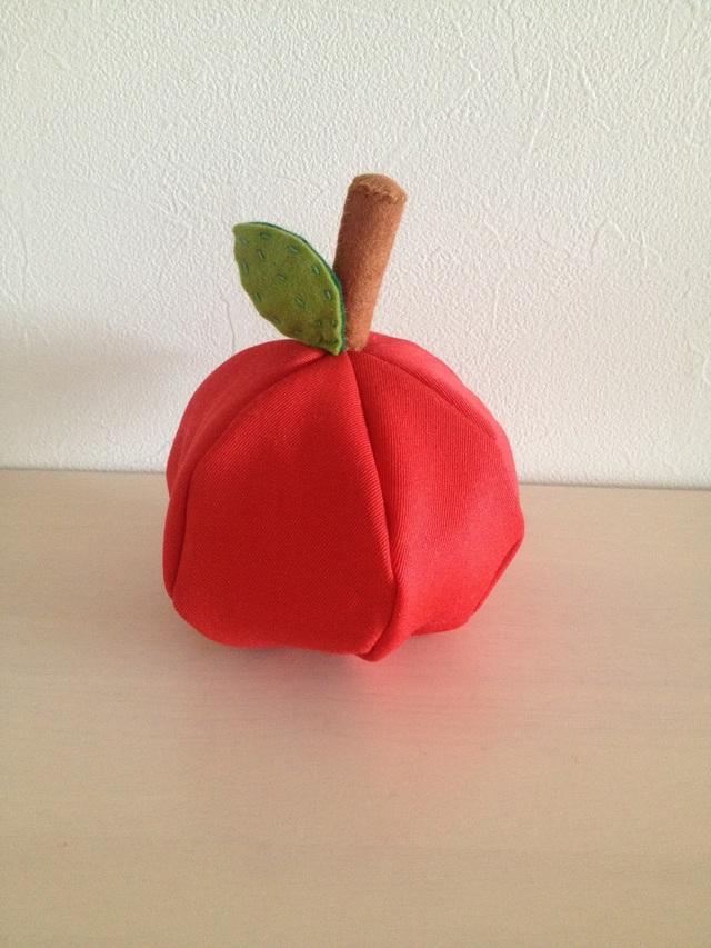 『Iさまオーダー』リンゴのポーチ
