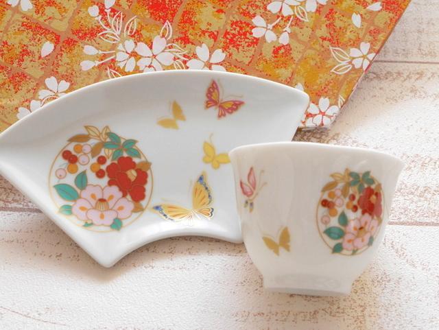 蝶舞う椿紋 扇皿、湯呑セット