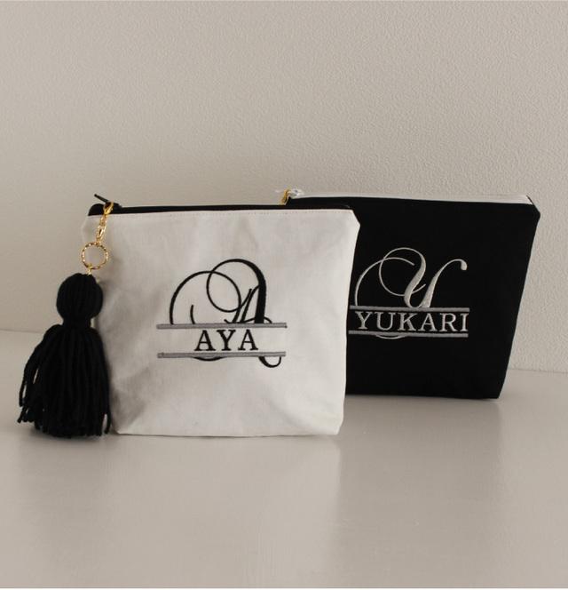 【ポーチ】名入れOK!イニシャル刺繍化粧ポーチ通販白黒タッセル付き プレゼントにも【無料ラッピング】 alfabet-1