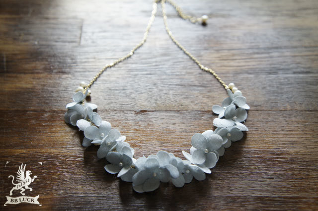 necklace 【 ちいさな紫陽花と淡水パールのネックレス * blue gray 】