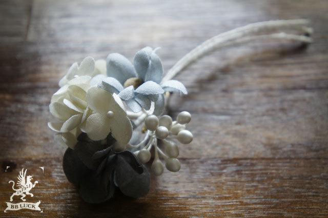 corsage  【 紫陽花とマーガレットのコサージュ * white × grey × blue grey 】