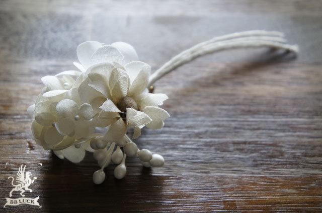 corsage  【 紫陽花とマーガレットのコサージュ * white × off white 】