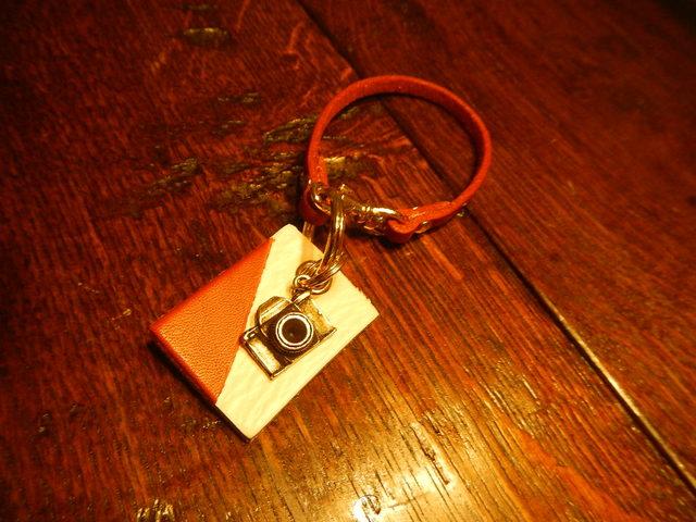 バイカラーキーホルダー 写真機
