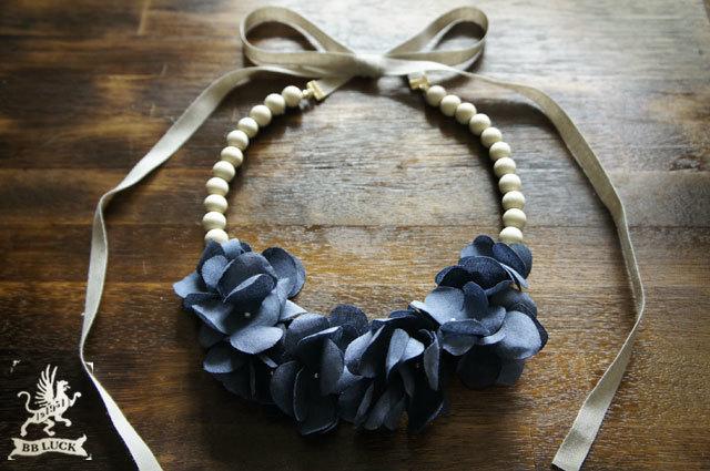 necklace 【 紫陽花とウッドビーズのリボンネックレス * indigo blue 】