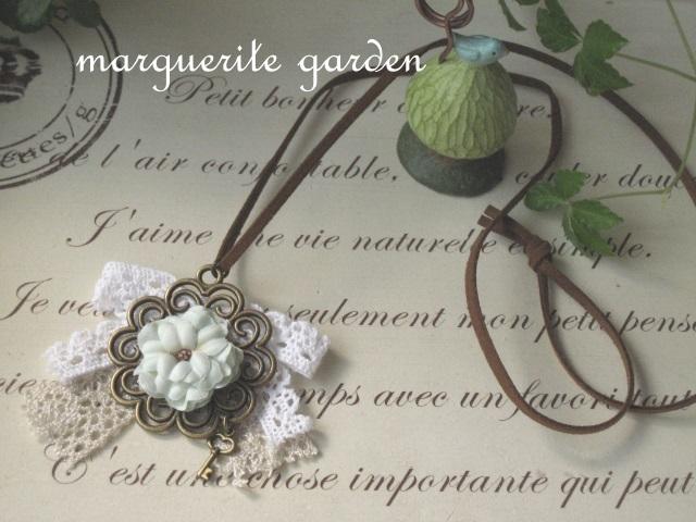 お花とレースのガーリー革ひもネックレス