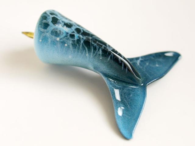 イルカのヒレピン(水中ブルー)
