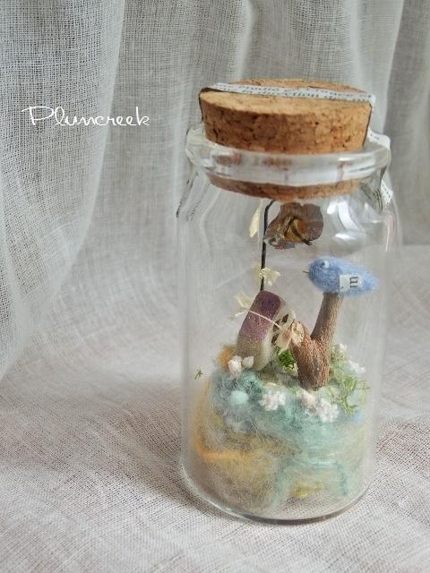 しあわせの青い鳥ボトル-M ♪たんぽぽの咲く庭