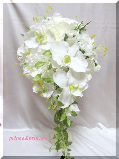 グラリオサと胡蝶蘭のキャスケードブーケ