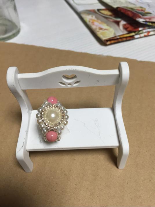 パールとピンクの石のリング