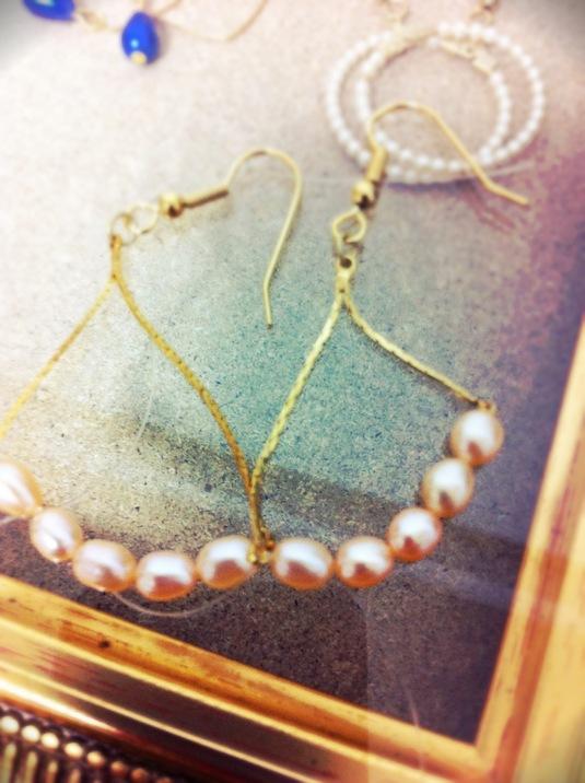 ゆれる真珠のピアス