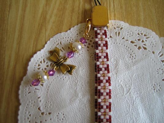 オリジナル ビーズ織り 携帯ストラップなどにいかかでしょうか。ちょっとしたプレゼントにも最適です。