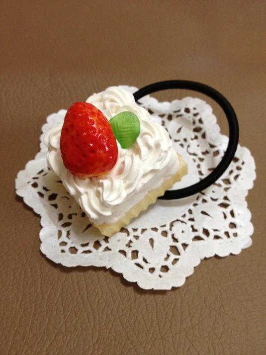 ショートケーキのヘアゴム