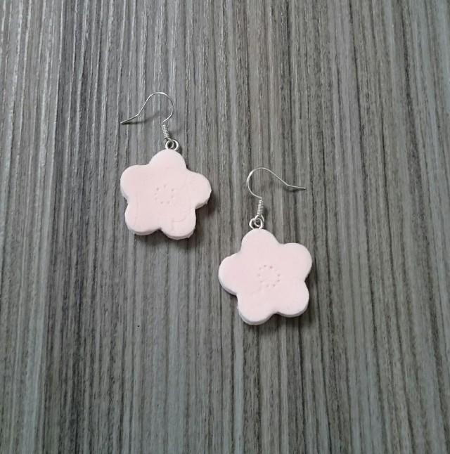 送料無料☆桜色のお花のピアス