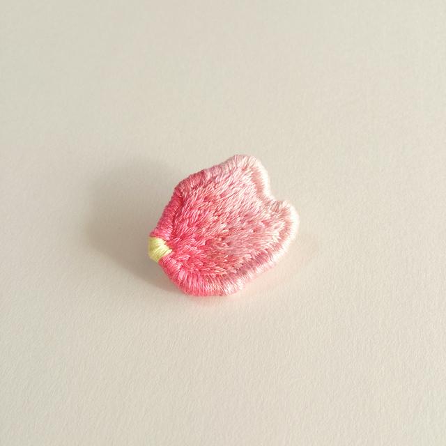 『桜の花弁』ブローチ