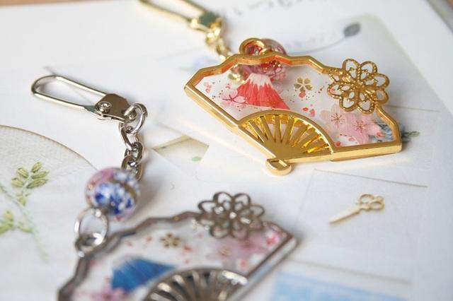 【和】富士山扇子のキーホルダー(桜)