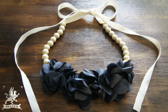 necklace 【 紫陽花とウッドビーズのネックレス * navy 】