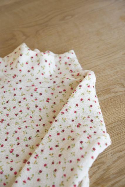 【size130】春待ち*ふわふわハイネックTシャツ(赤小花)