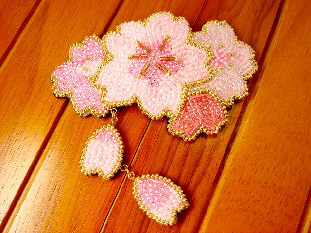 [再々販] ビーズ刺繍の桜のヘアピン