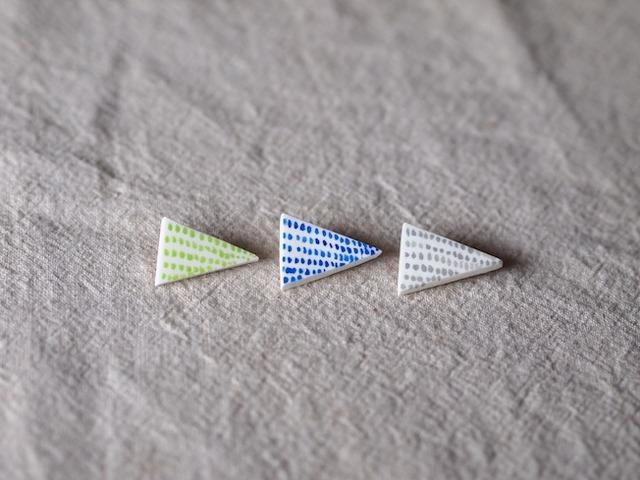 小さめ・二等辺三角形風ブローチ/点々