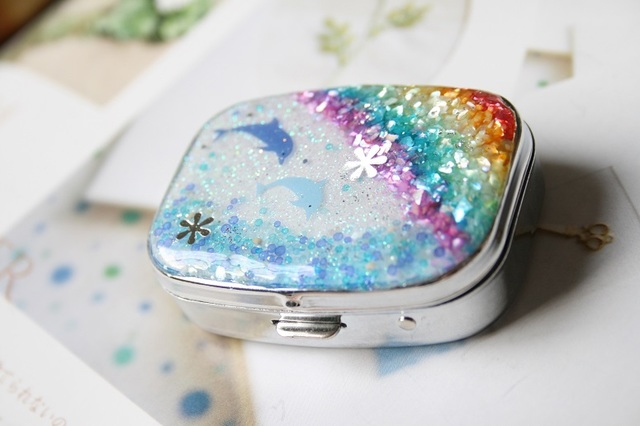 イルカと虹のマリンピルケース