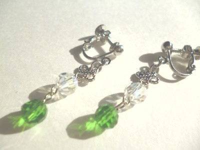 メタルパーツ・カットガラスのイヤリング