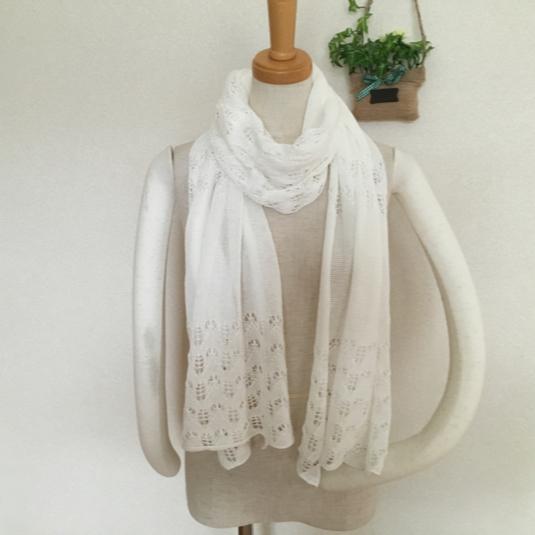 ほんわり透かし編みストール ホワイト色