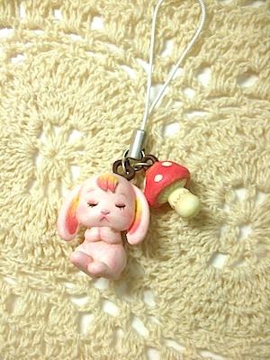 あにもぅ〜☆うさぼう(ピンク髪/赤きのこ)ストラップ