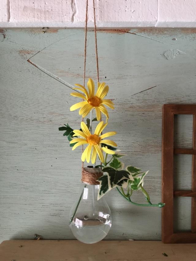 電球の吊り下げ花瓶とマーガレット黄色セット