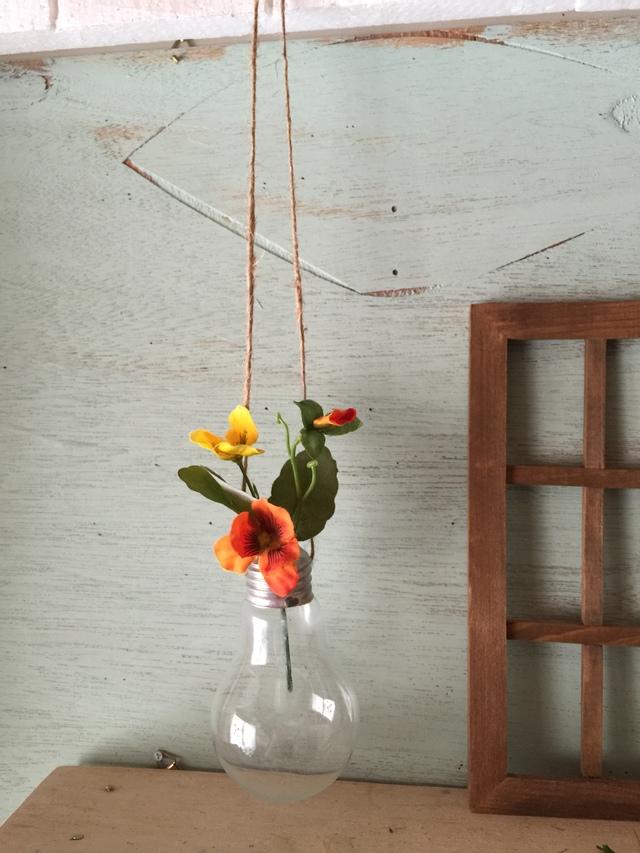 お値下げセール☆☆☆電球の吊り下げ花瓶とキャンディパンジーセット