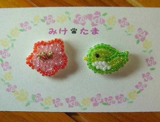 ビーズ刺繍の梅とうぐいすピアス